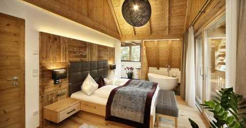 Exclusive chalet - Double bedroom with bathtub